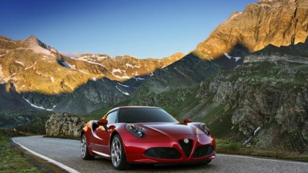 Phwoar: welcome to the new Alfa 4C Spider!