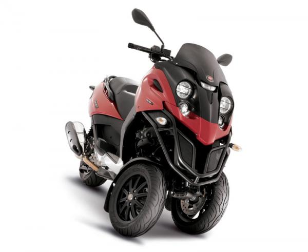 the gilera fuoco 3 wheel scooter motorbike is here. Black Bedroom Furniture Sets. Home Design Ideas