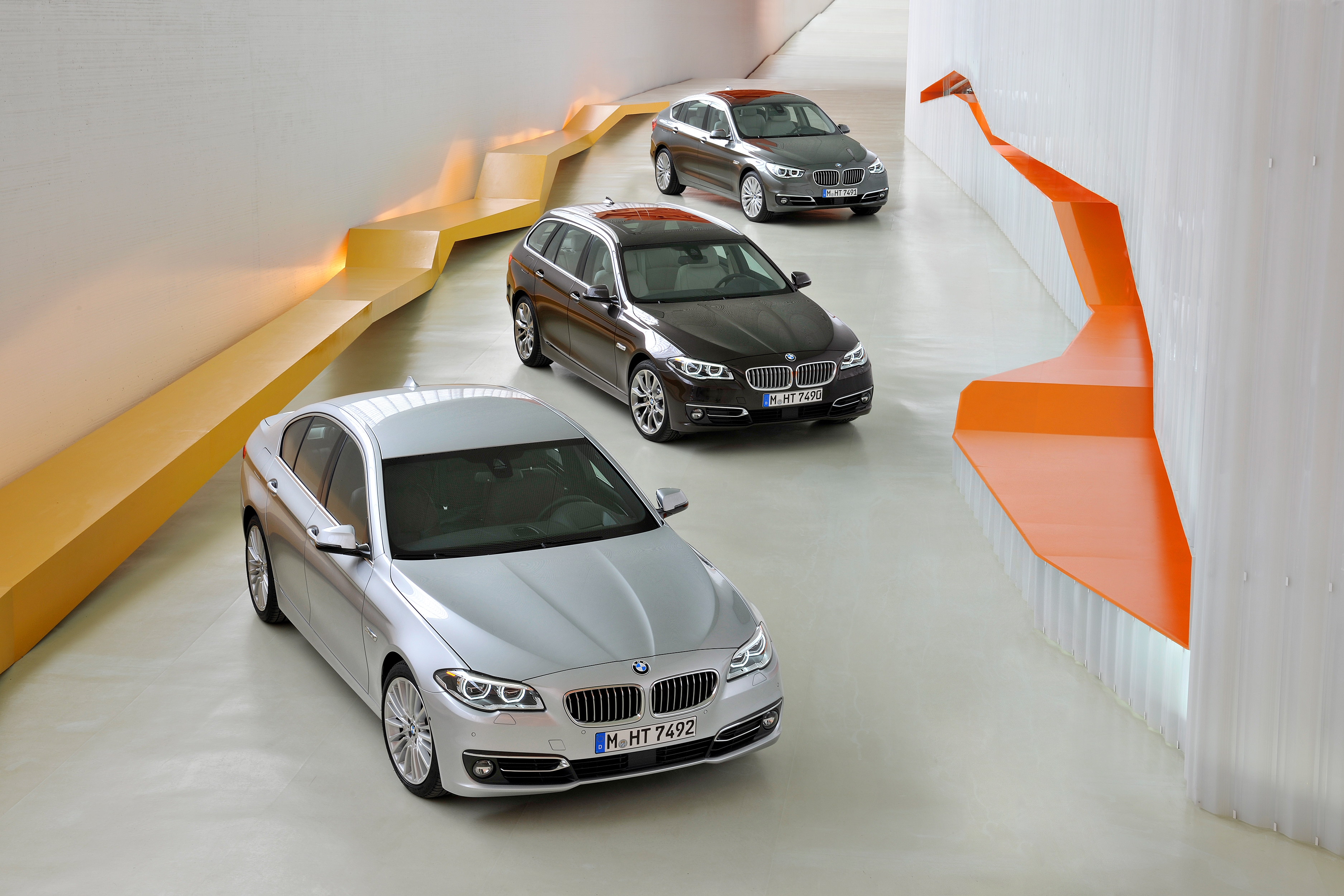 bmw wallpaper (BMW 5 Series)