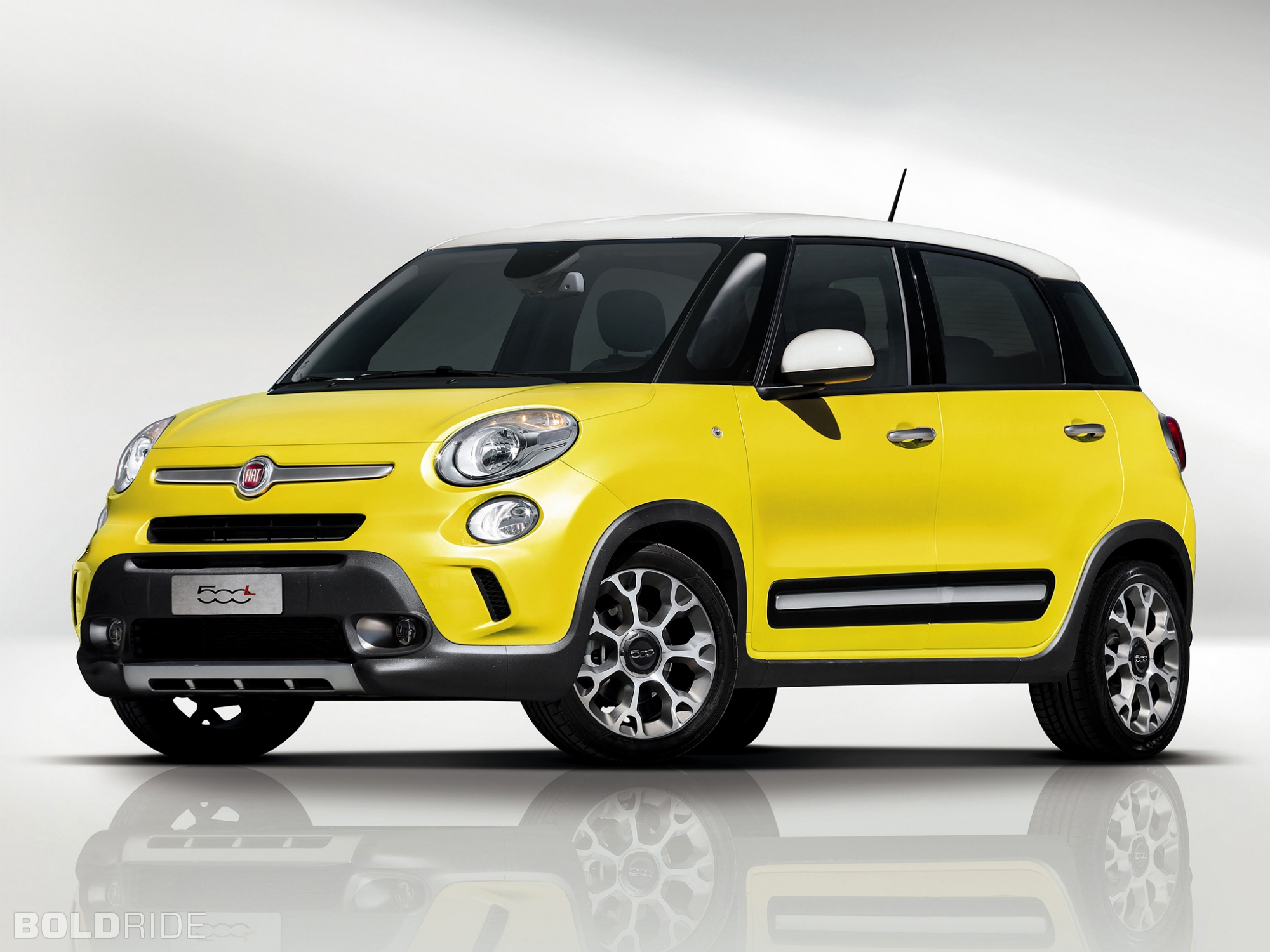 fiat 500l review and photos. Black Bedroom Furniture Sets. Home Design Ideas