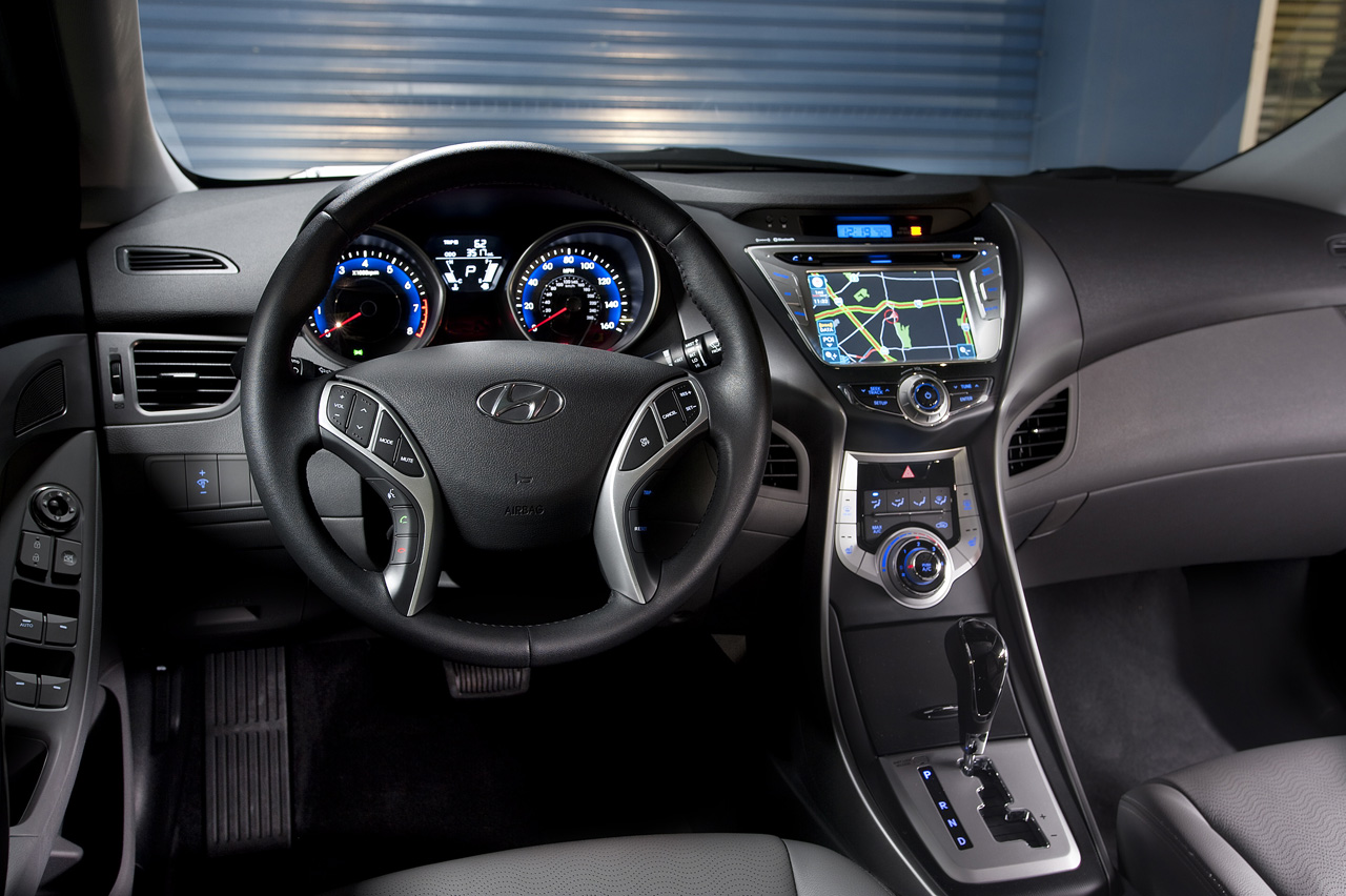 dashboard hyundai review elantra