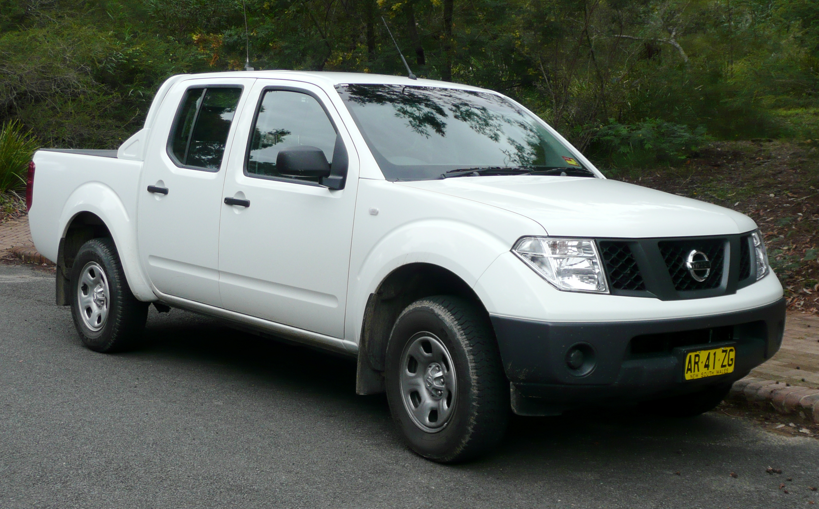 owned pickup wheel pre in frontier nissan cab s used crew drive four inventory springfield