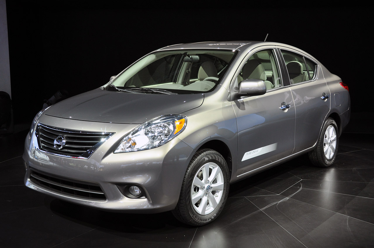 nissan versa review and photos. Black Bedroom Furniture Sets. Home Design Ideas