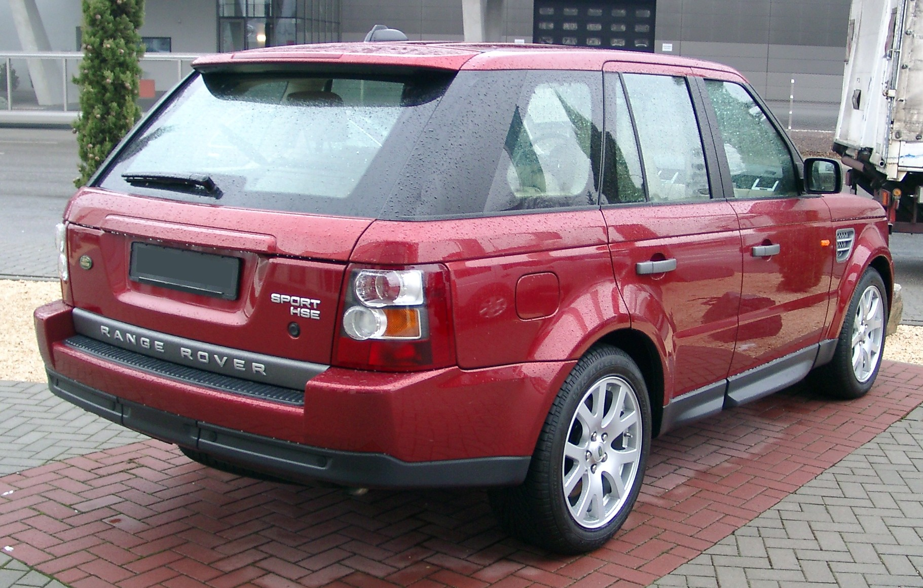 range rover sport review and photos. Black Bedroom Furniture Sets. Home Design Ideas