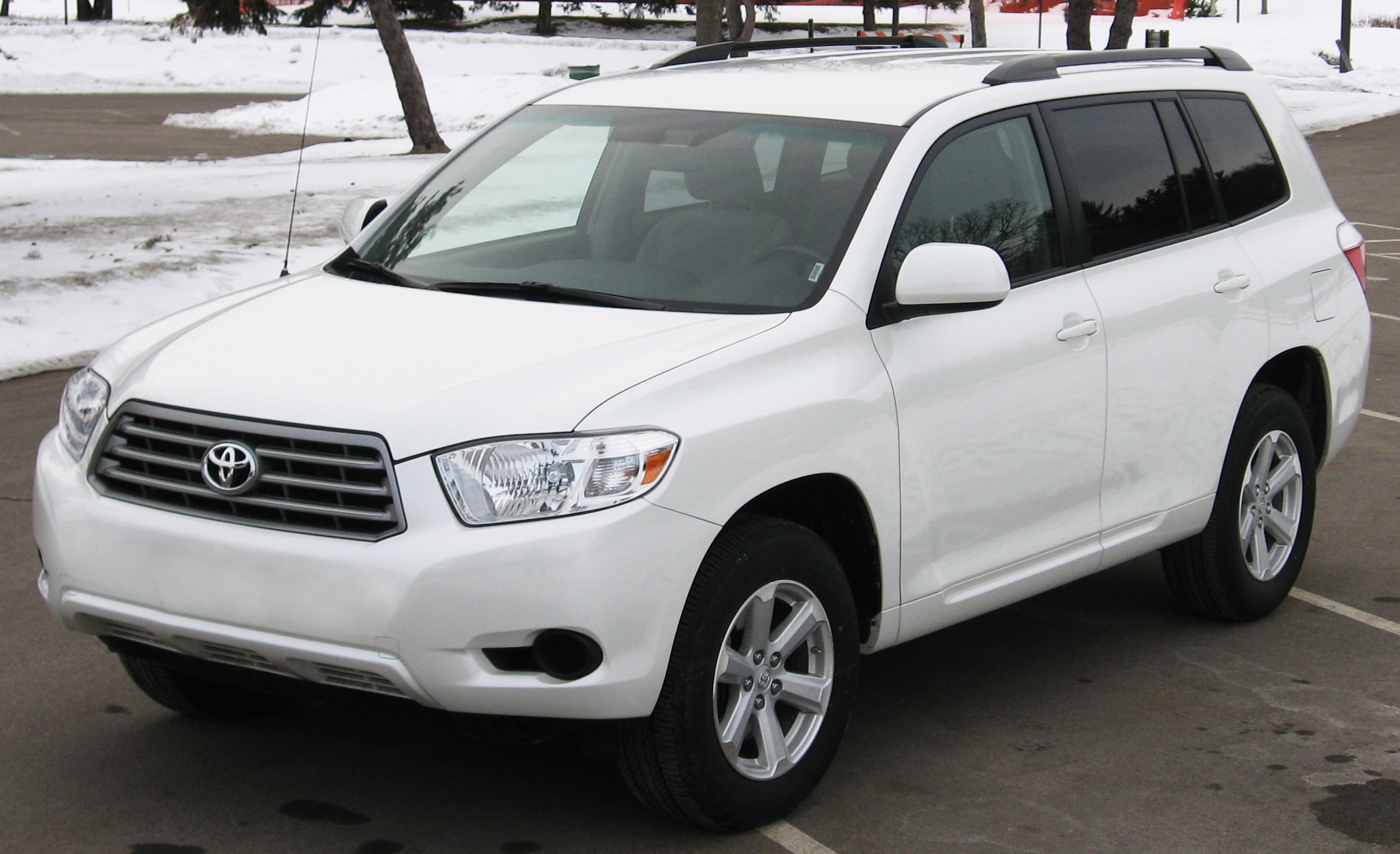 toyota highlander review and photos. Black Bedroom Furniture Sets. Home Design Ideas