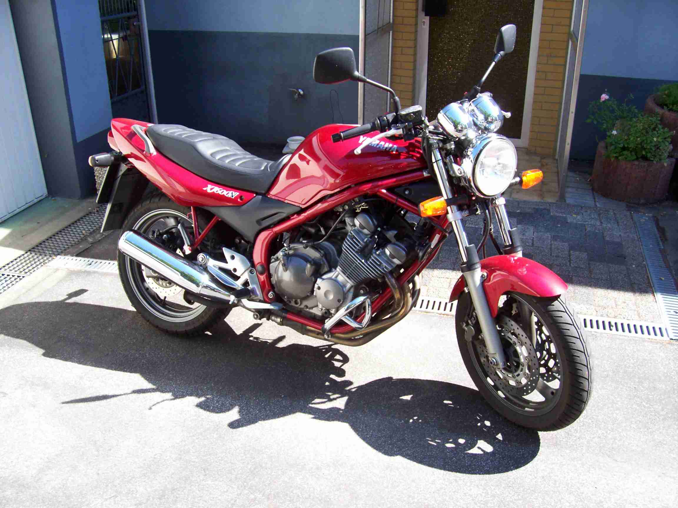 yamaha xj600 review and photos. Black Bedroom Furniture Sets. Home Design Ideas