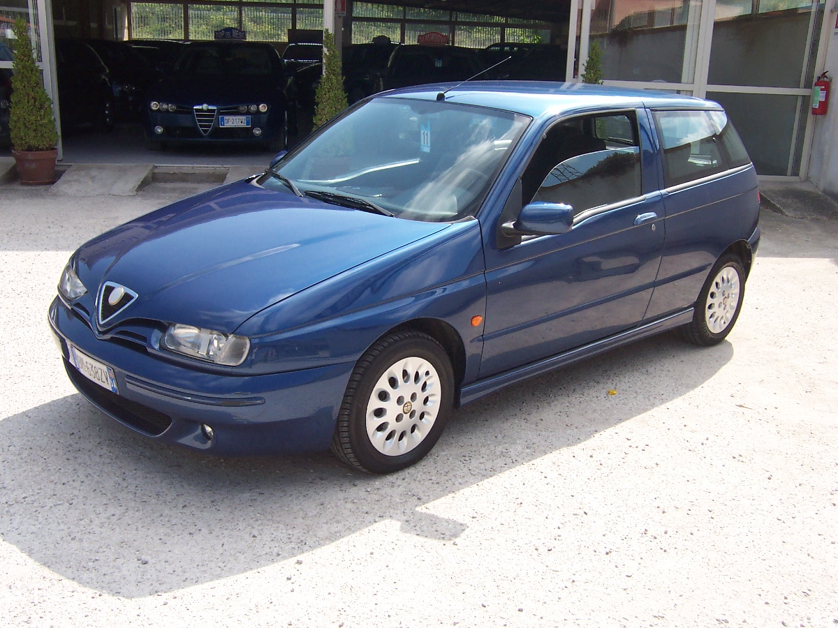 ALFA ROMEO 145 red