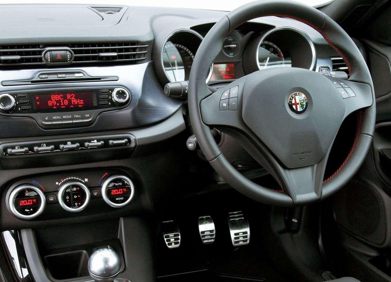 alfa romeo giulietta 1750 tbi cloverleaf 5dr review what html autos weblog. Black Bedroom Furniture Sets. Home Design Ideas