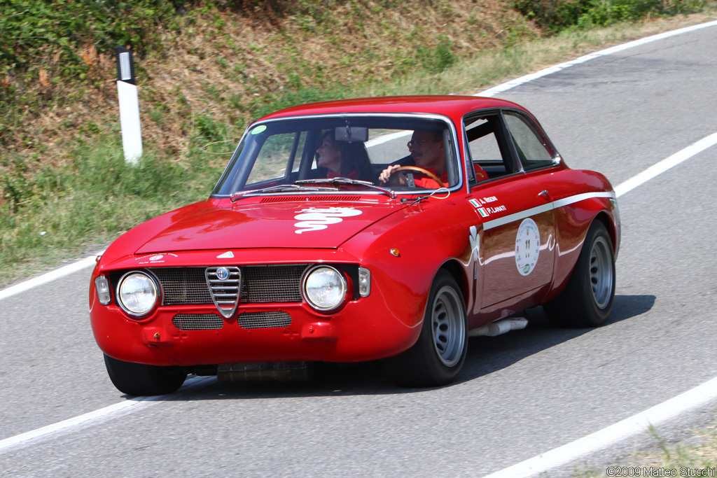 alfa romeo gta review and photos. Black Bedroom Furniture Sets. Home Design Ideas