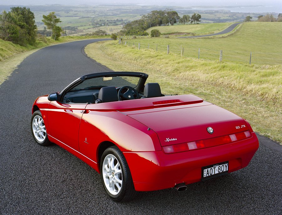 ALFA ROMEO SPIDER red