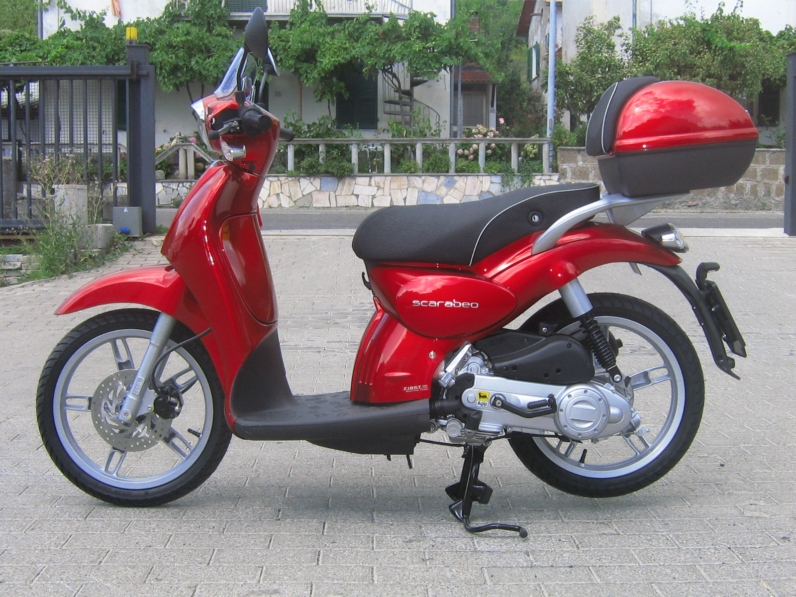 APRILIA SCARABEO 100 engine