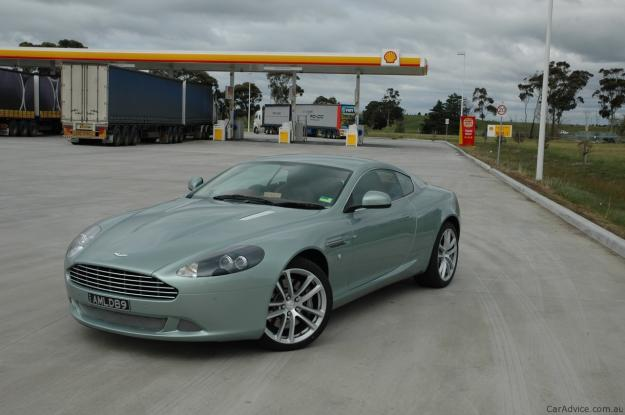 ASTON MARTIN DB9 green
