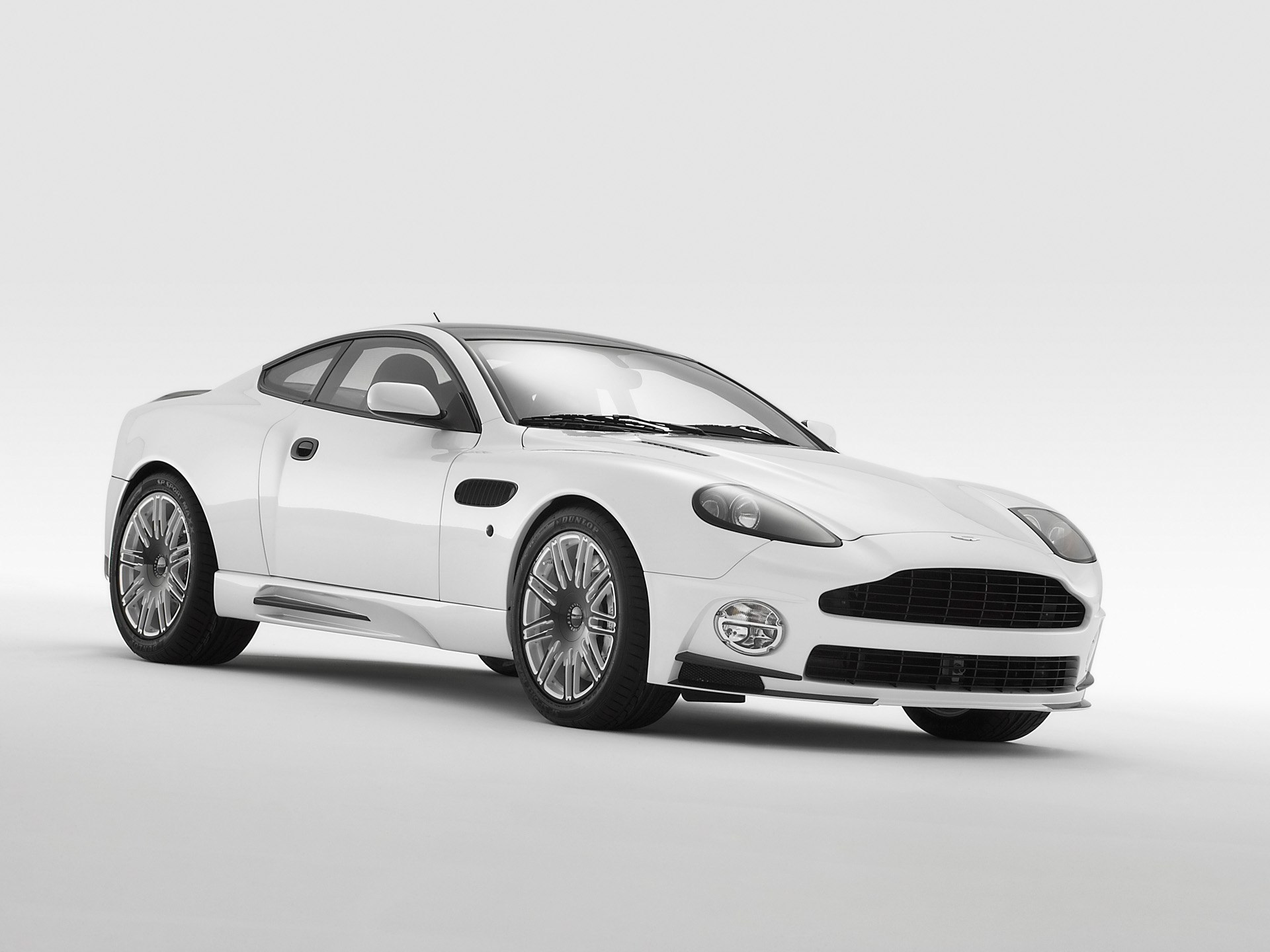 ASTON MARTIN DB9 white