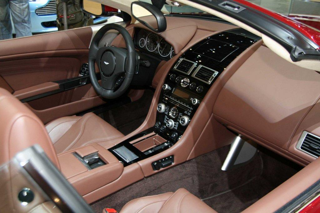 ASTON MARTIN DB interior