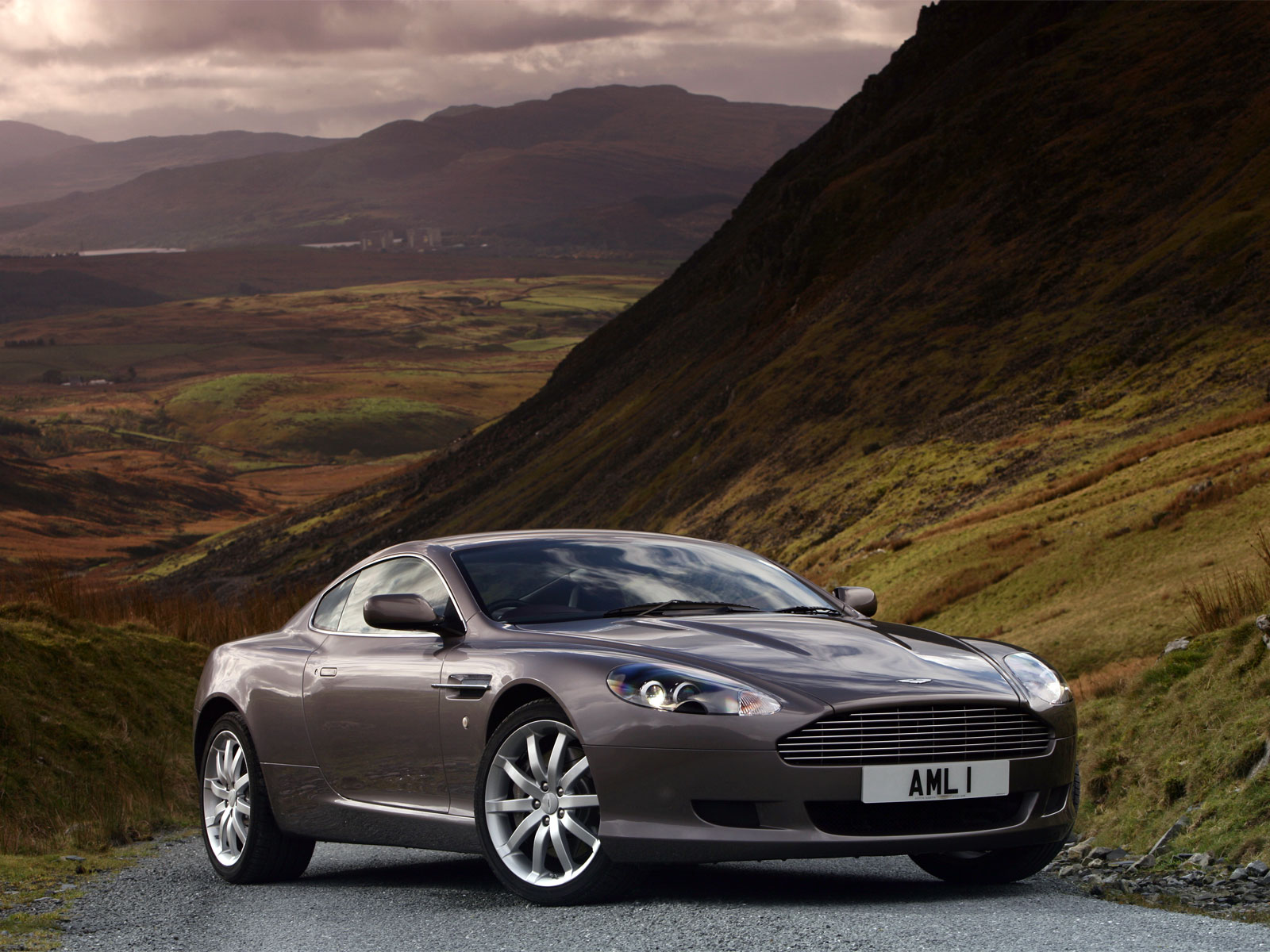 aston martin wallpaper (Aston Martin DB)