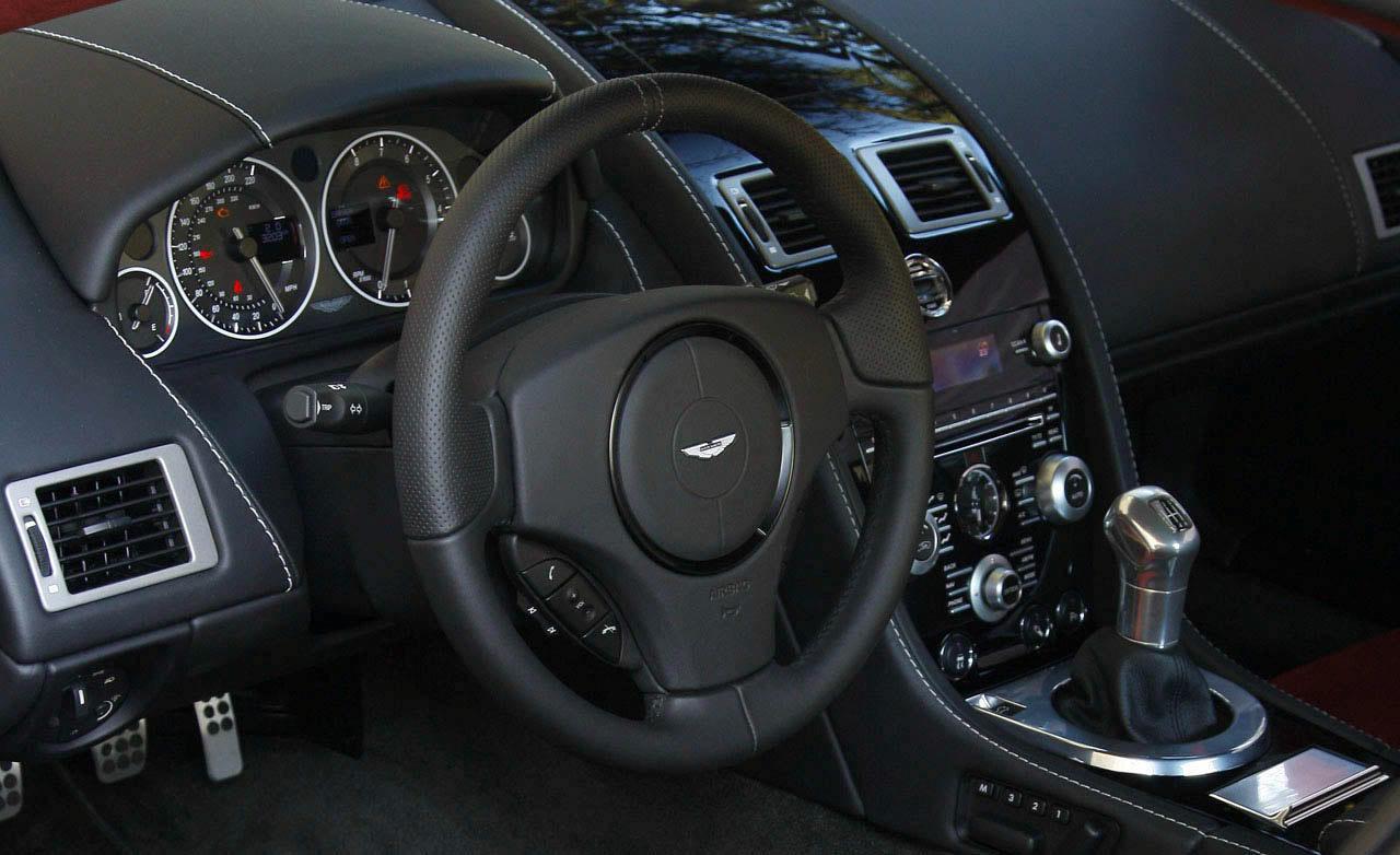 ASTON MARTIN DBS interior