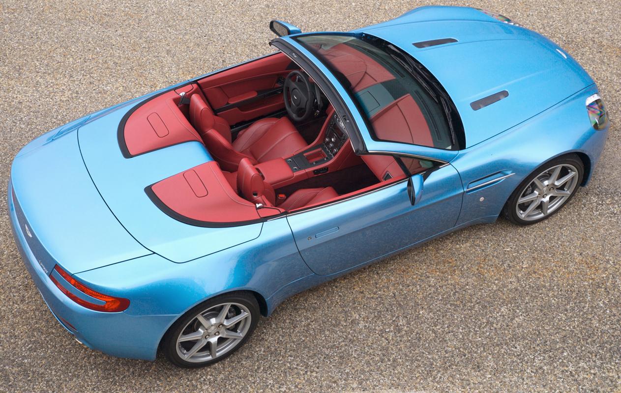 ASTON MARTIN V8 VANTAGE blue