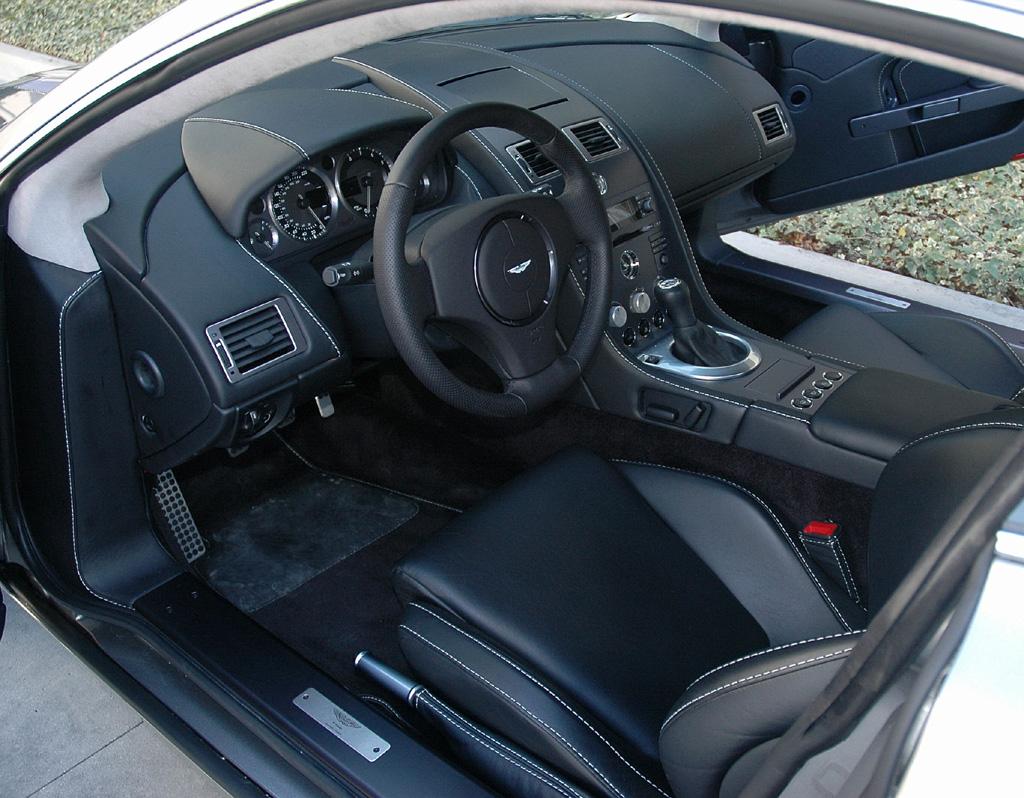 ASTON MARTIN V8 VANTAGE interior