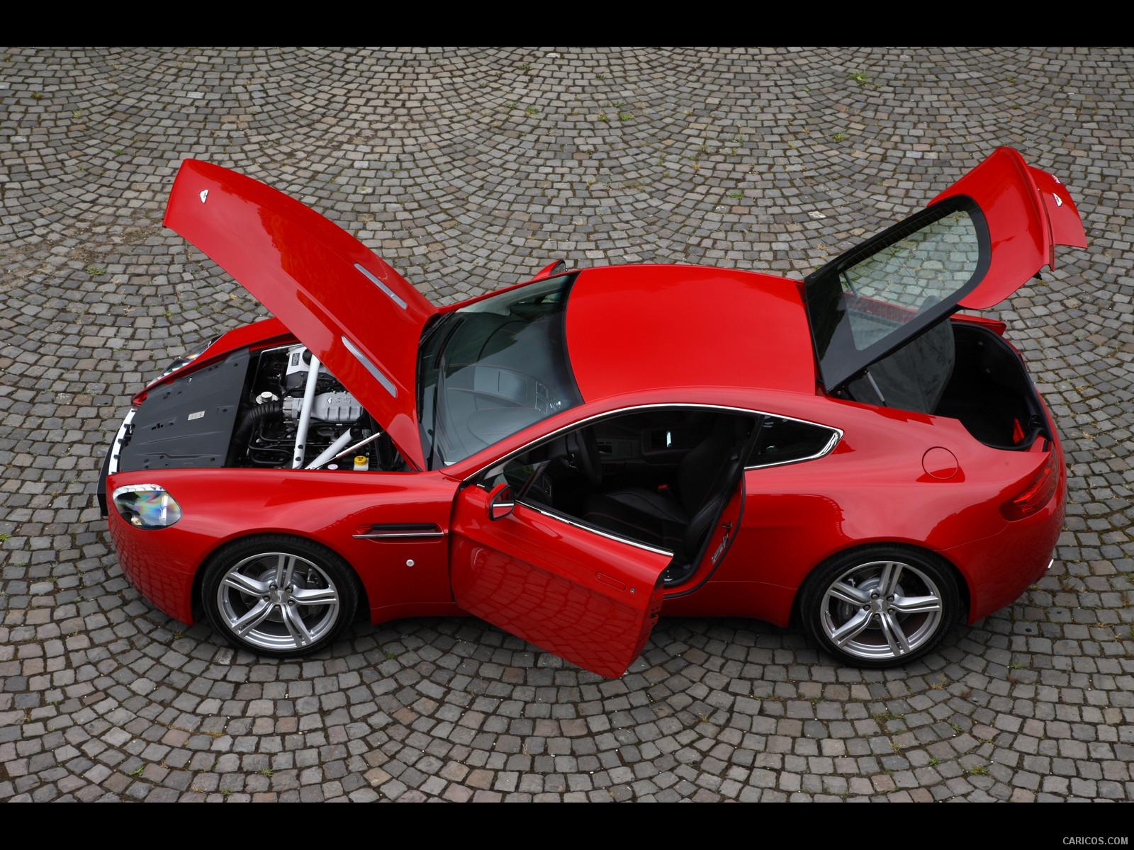 ASTON MARTIN V8 VANTAGE red