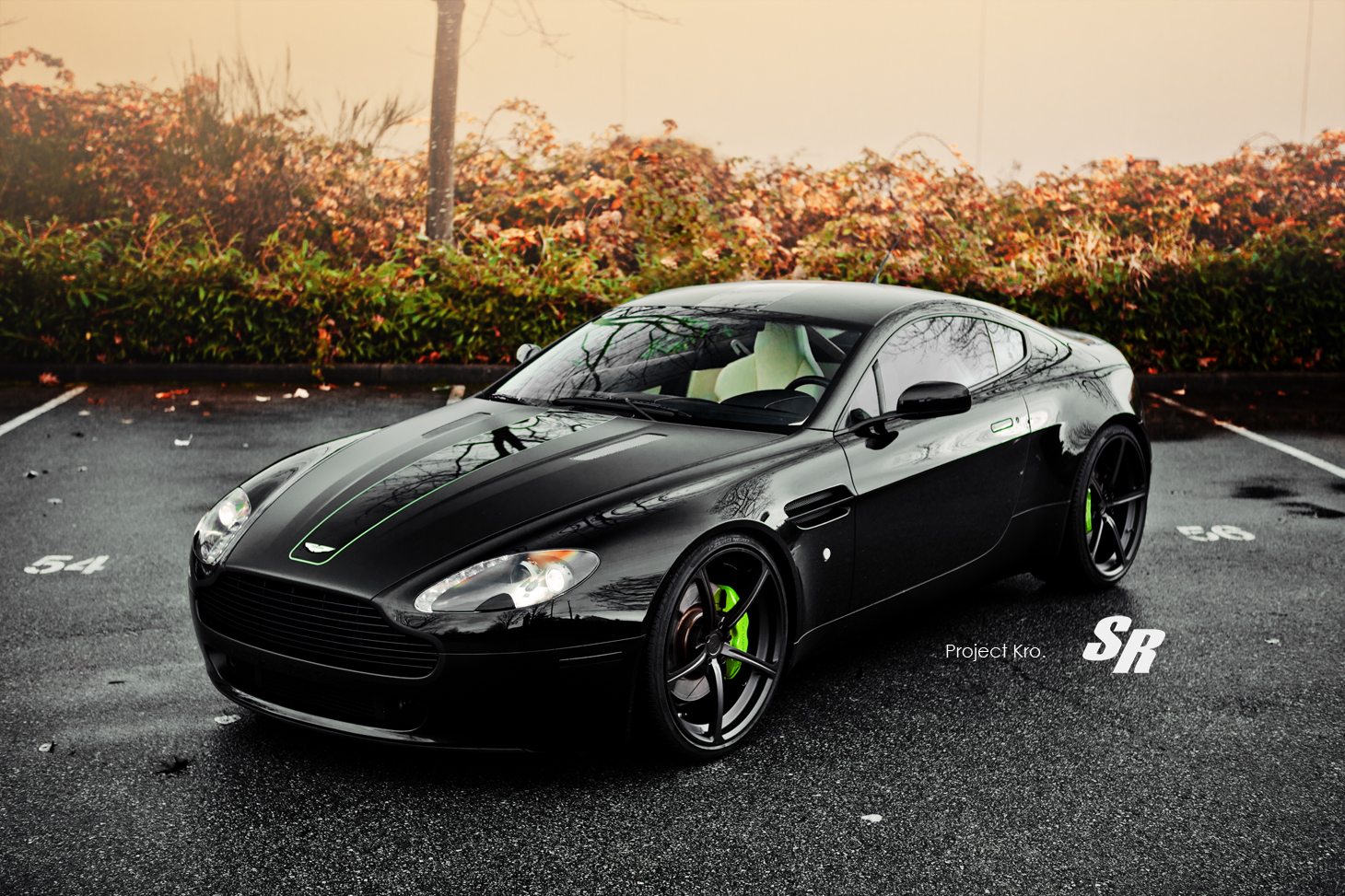 aston martin wallpaper (Aston Martin Vantage)