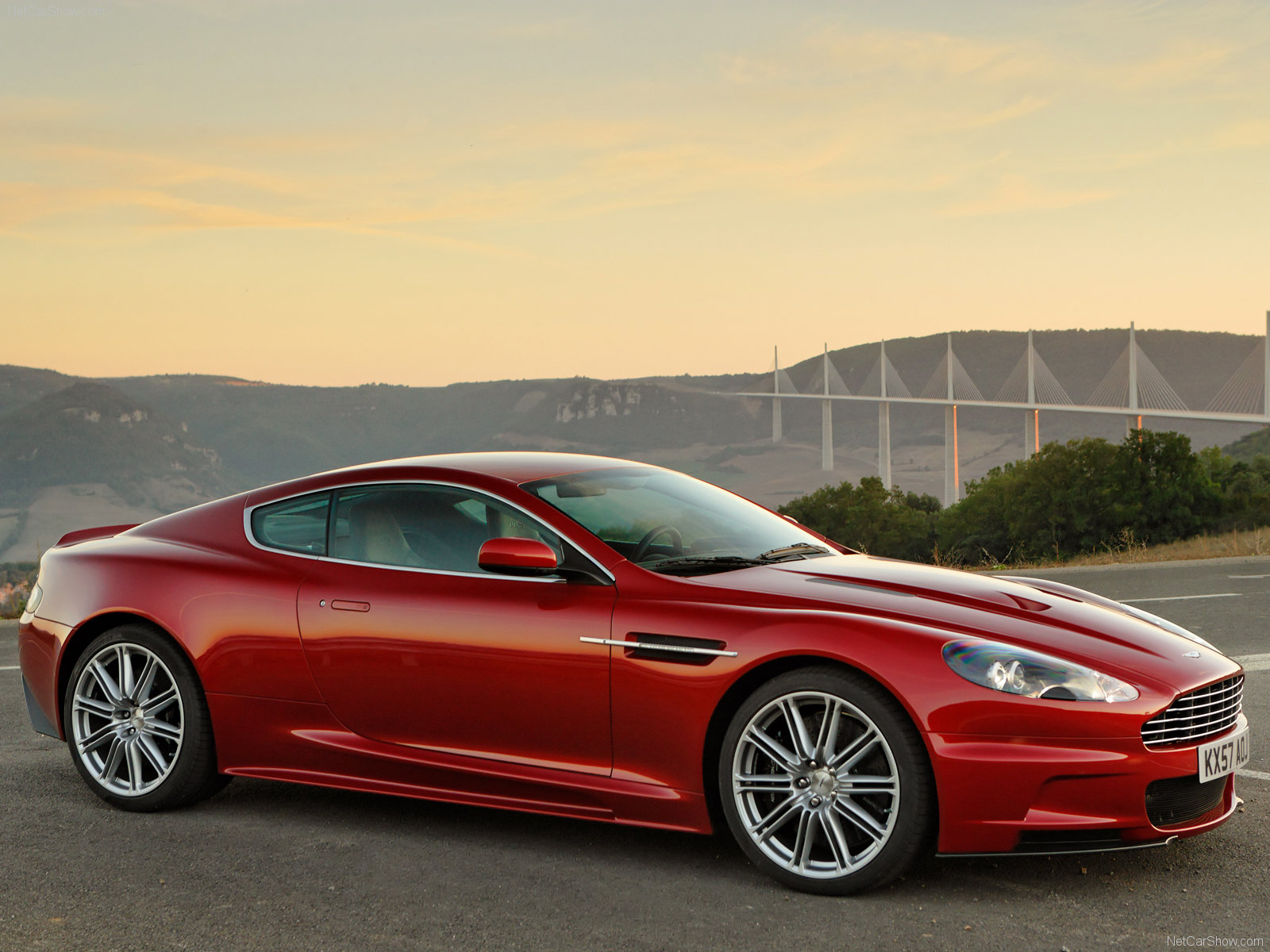 ASTON MARTIN VIRAGE red