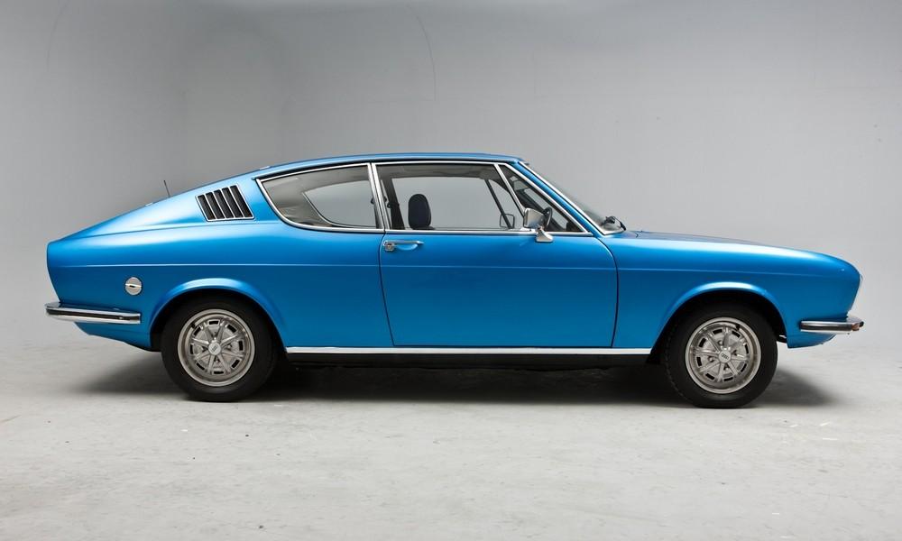 AUDI 100 blue