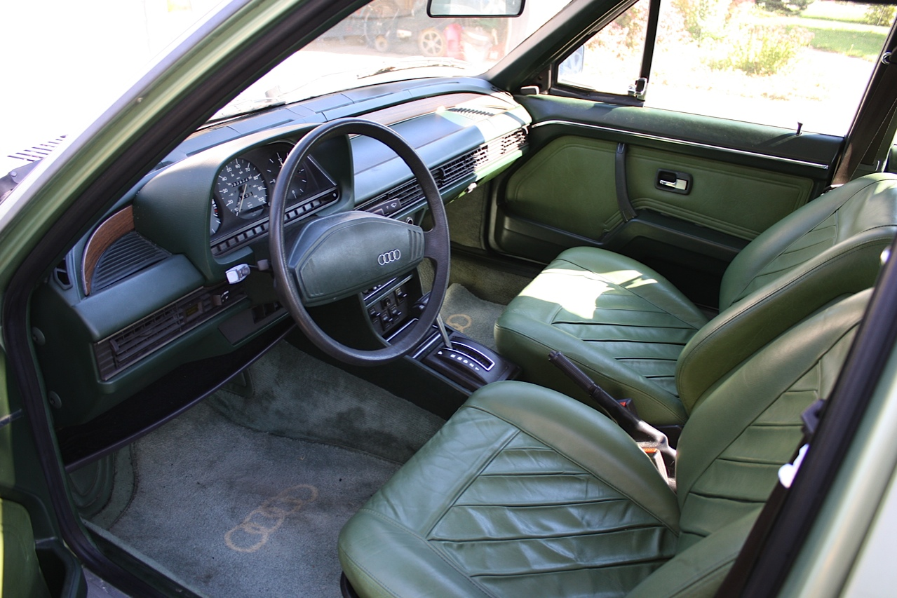 AUDI 100 interior