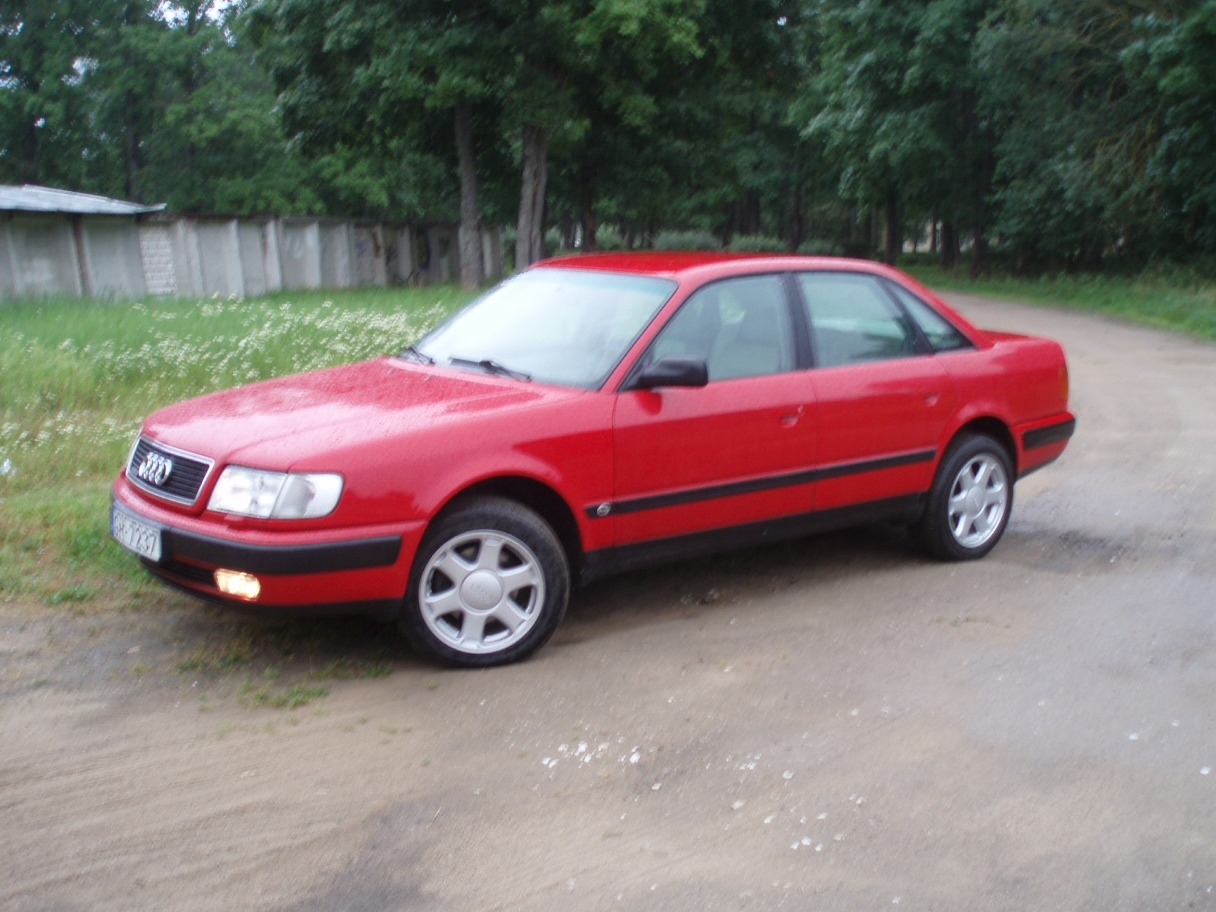 AUDI 100 red