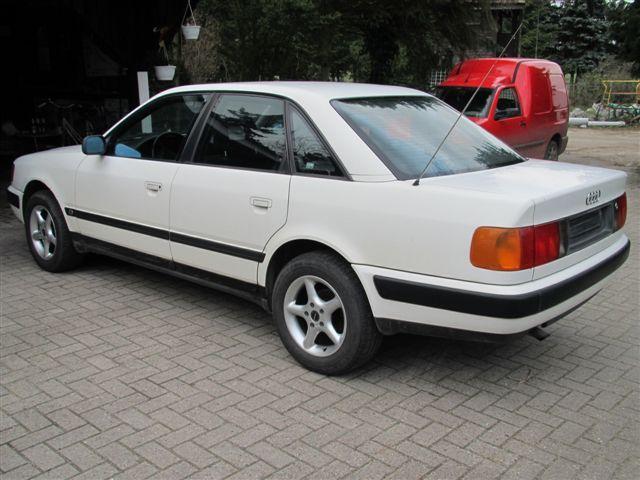 AUDI 100 white