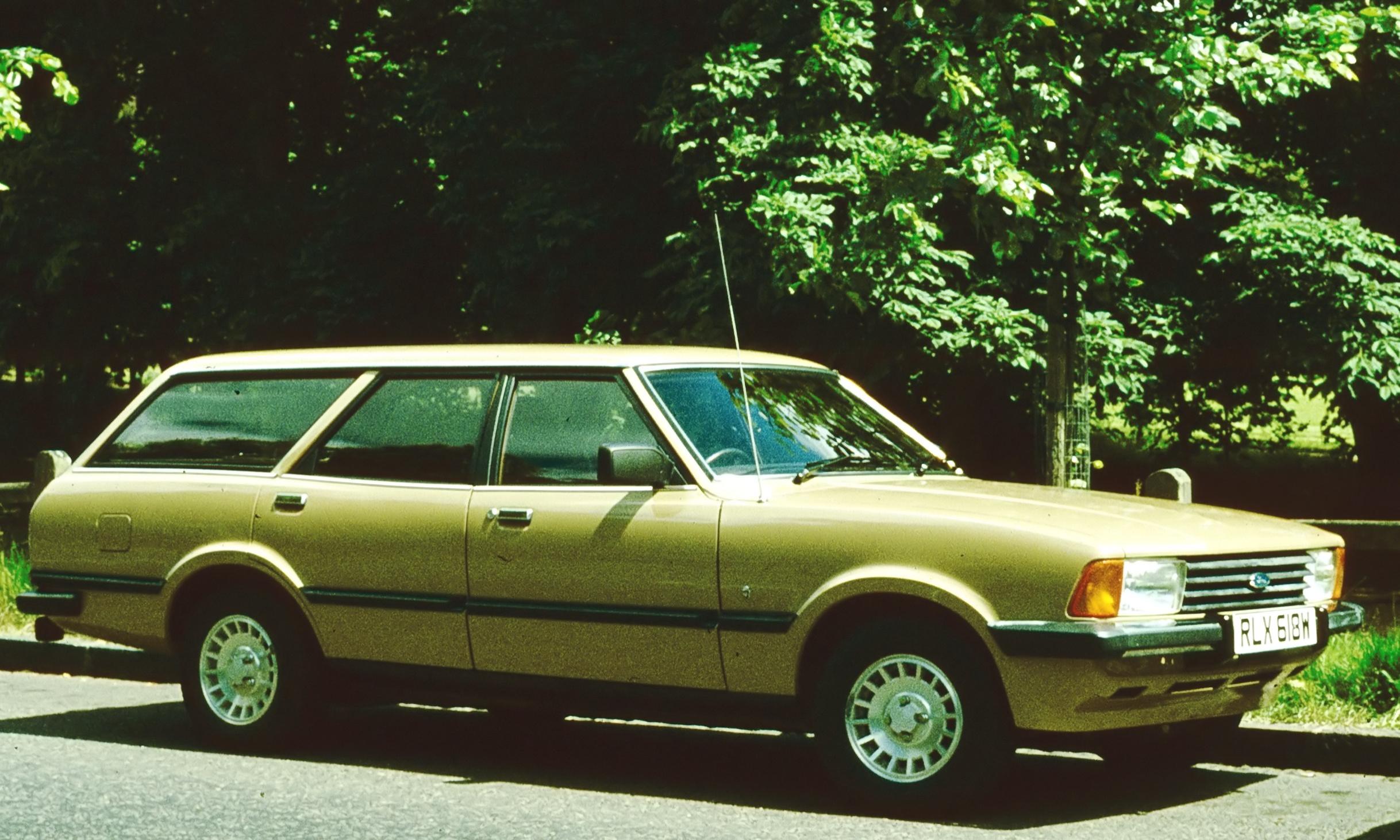 AUDI 200 brown
