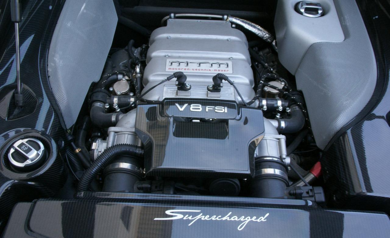 AUDI R8 4.2 engine
