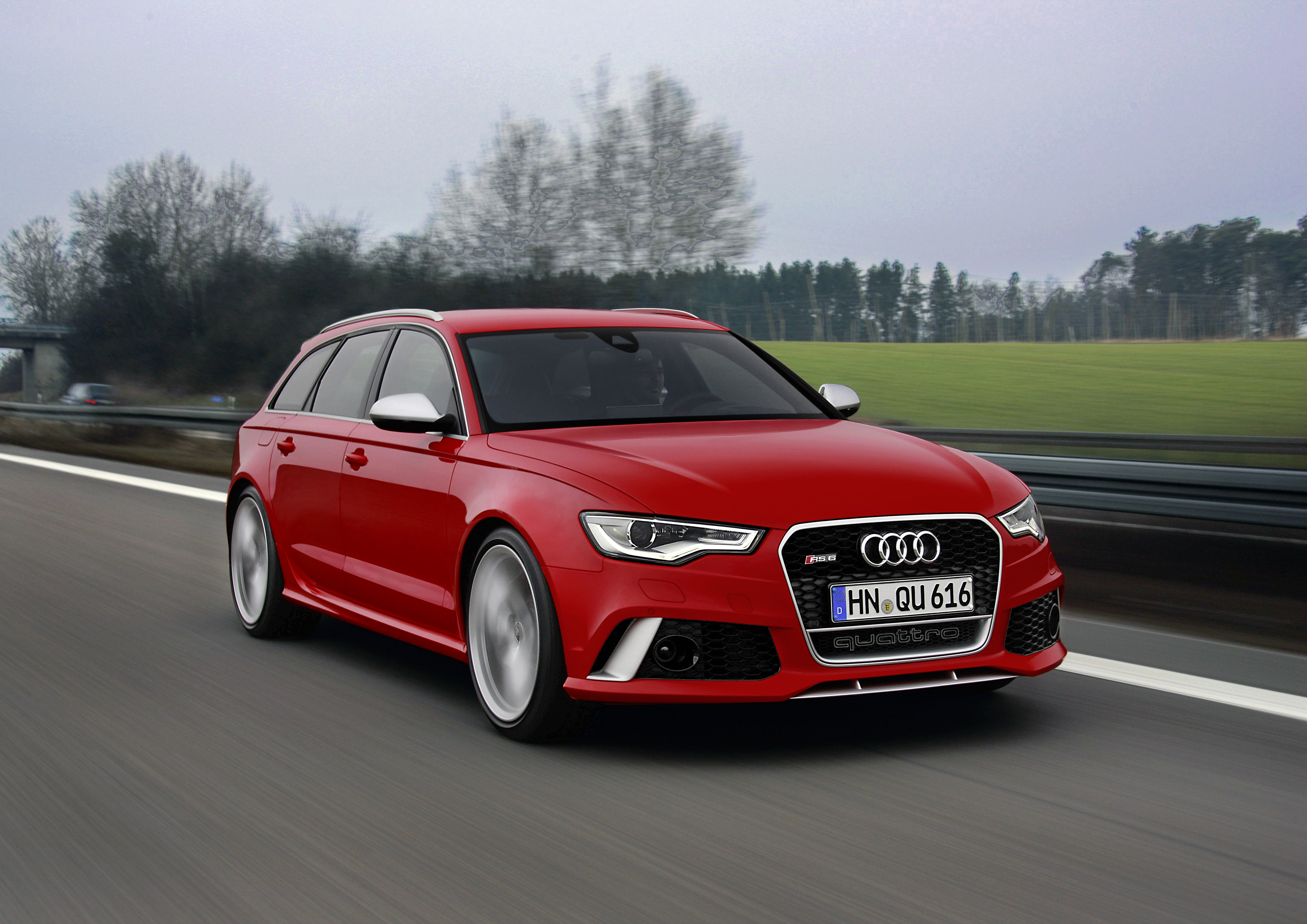 AUDI RS 6 red