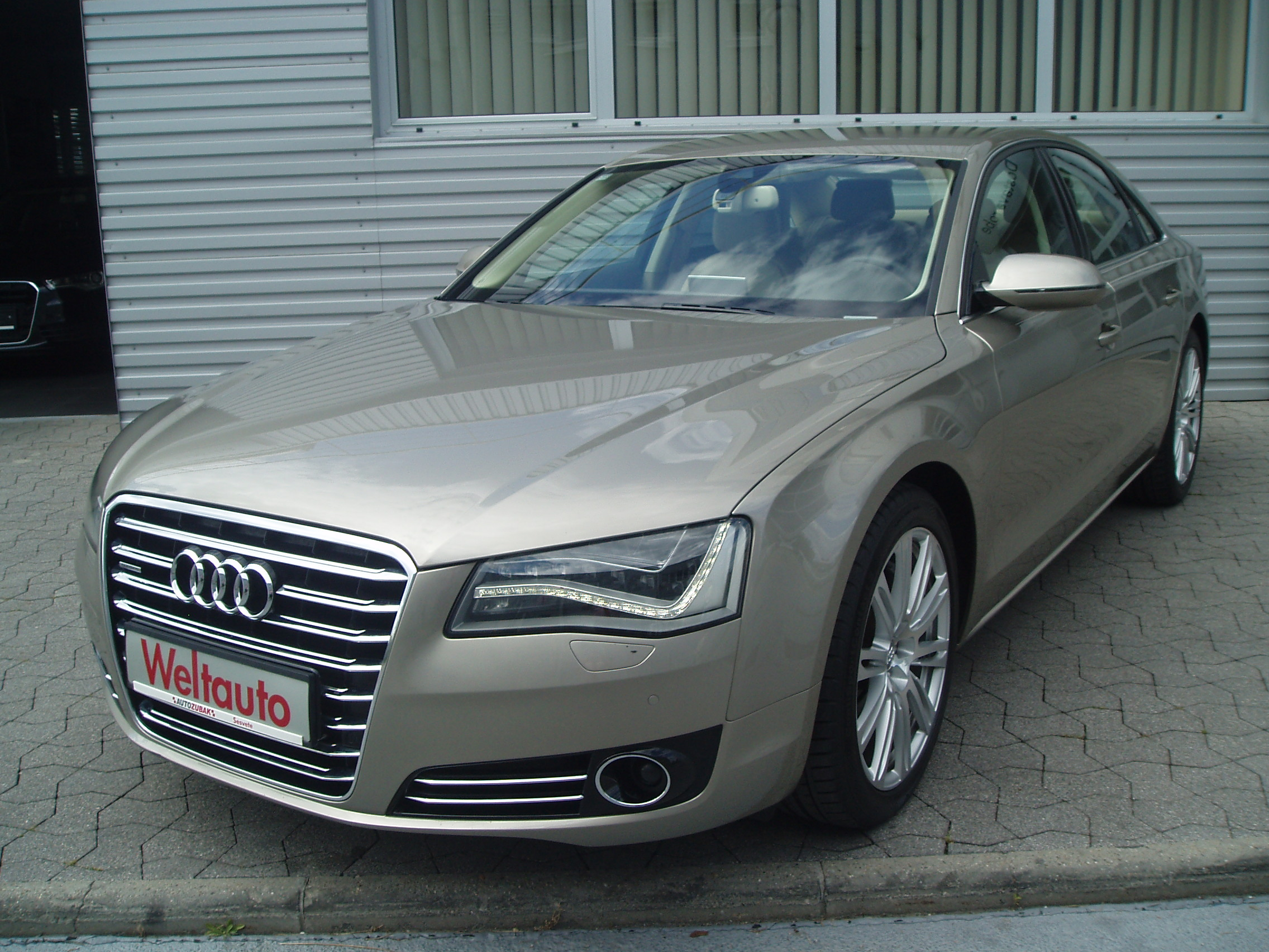 AUDI S8 4.2 QUATTRO TIPTRONIC red