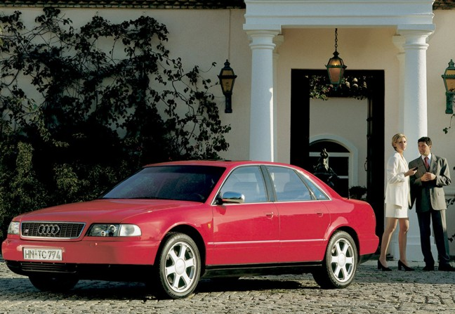 AUDI S8 red