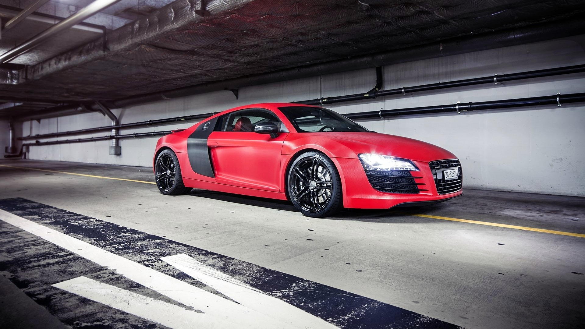 AUDI V8 red