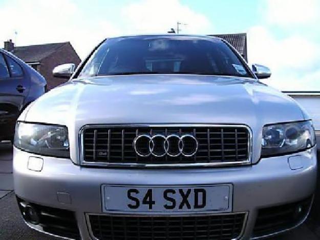 AUDI V8 silver