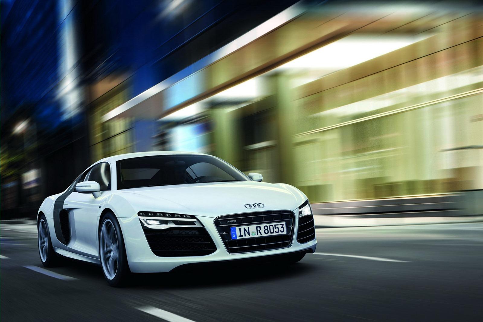 AUDI V8 white
