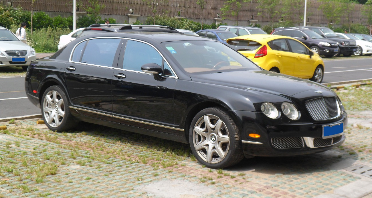 BENTLEY CONTINENTAL FLYING SPUR black