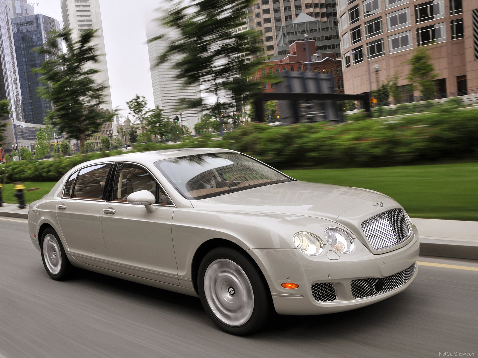 BENTLEY CONTINENTAL FLYING SPUR Review and photos