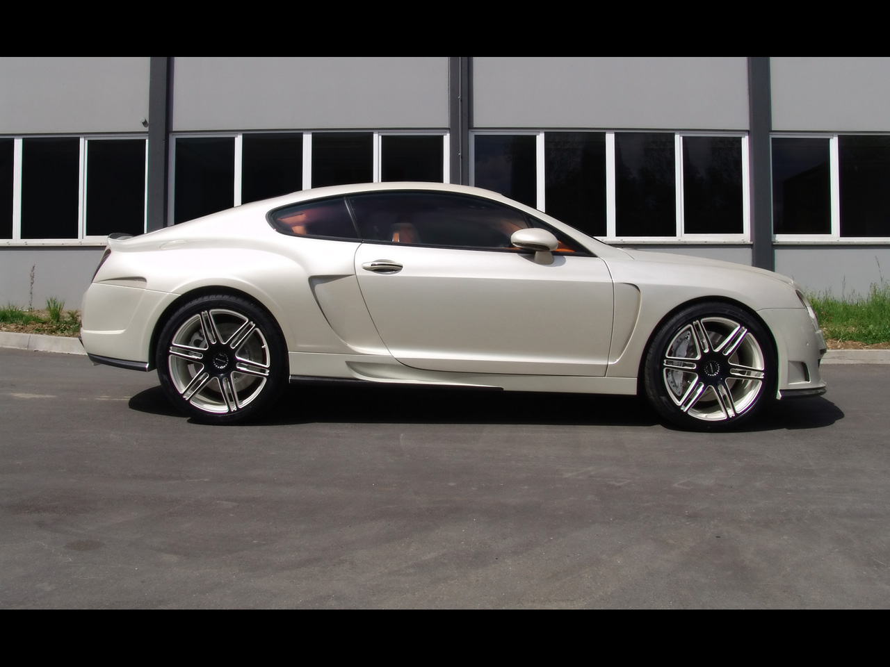 BENTLEY CONTINENTAL GT COUPE white