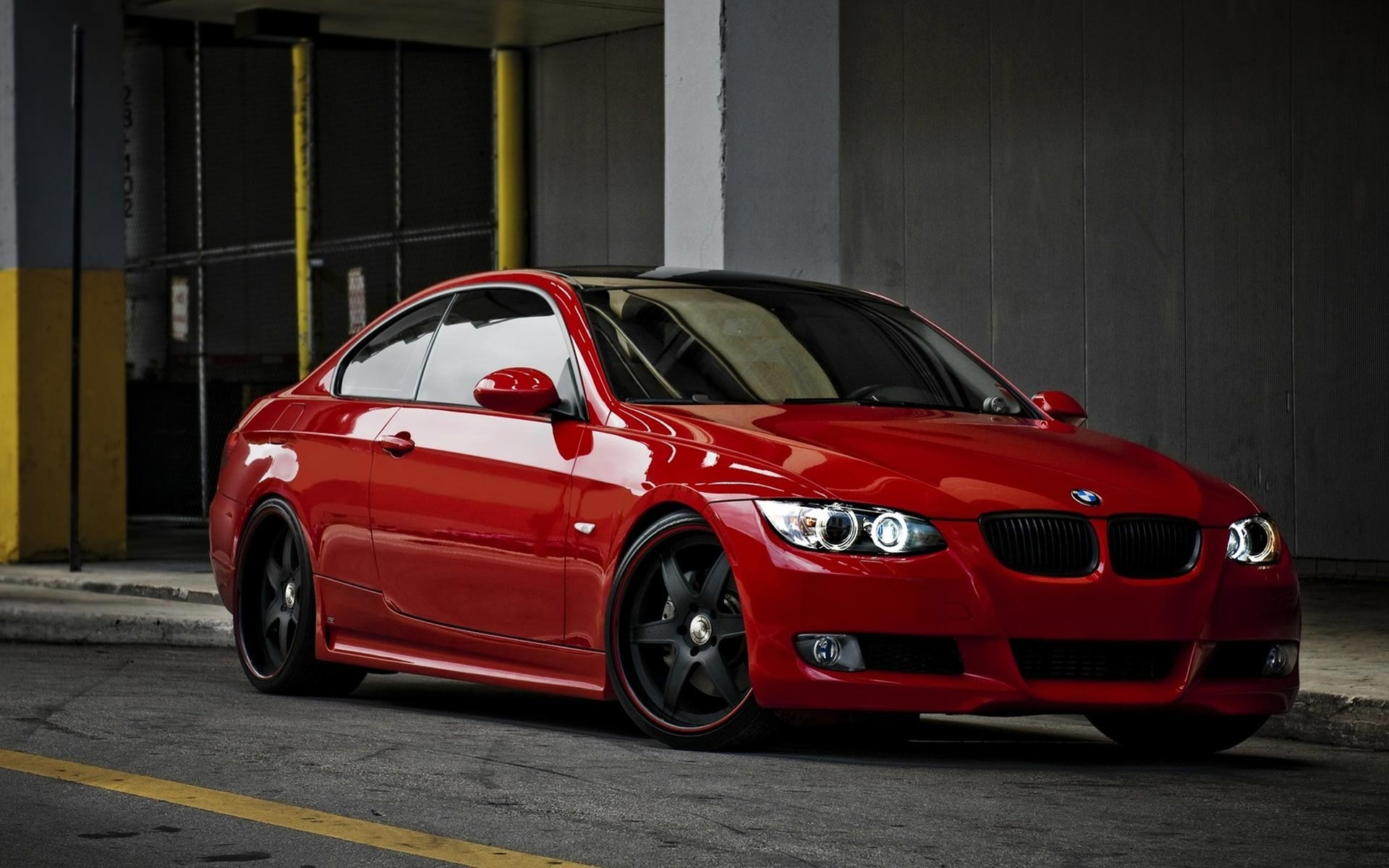 BMW 335 red