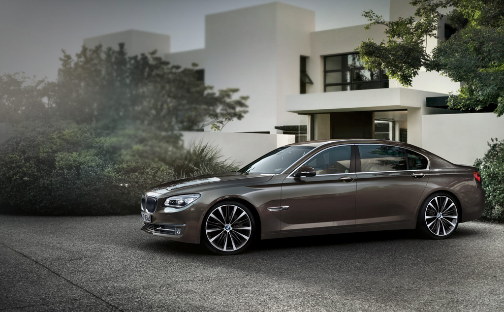 BMW 7 HYBRID brown