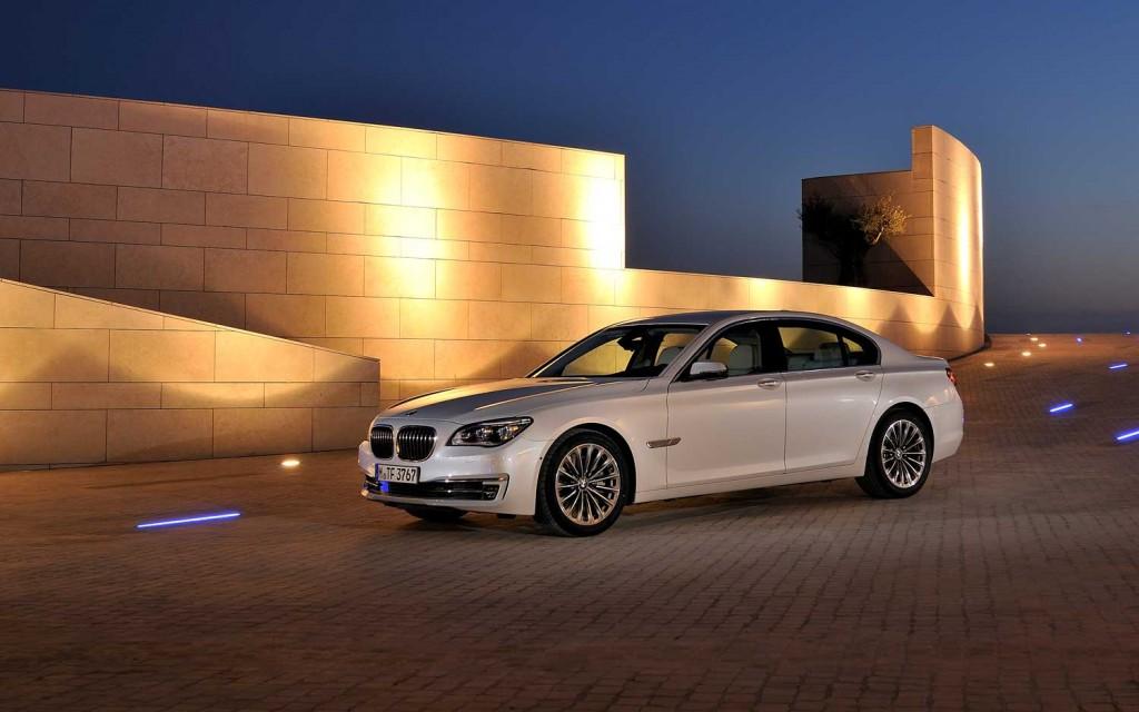 BMW 7 HYBRID white