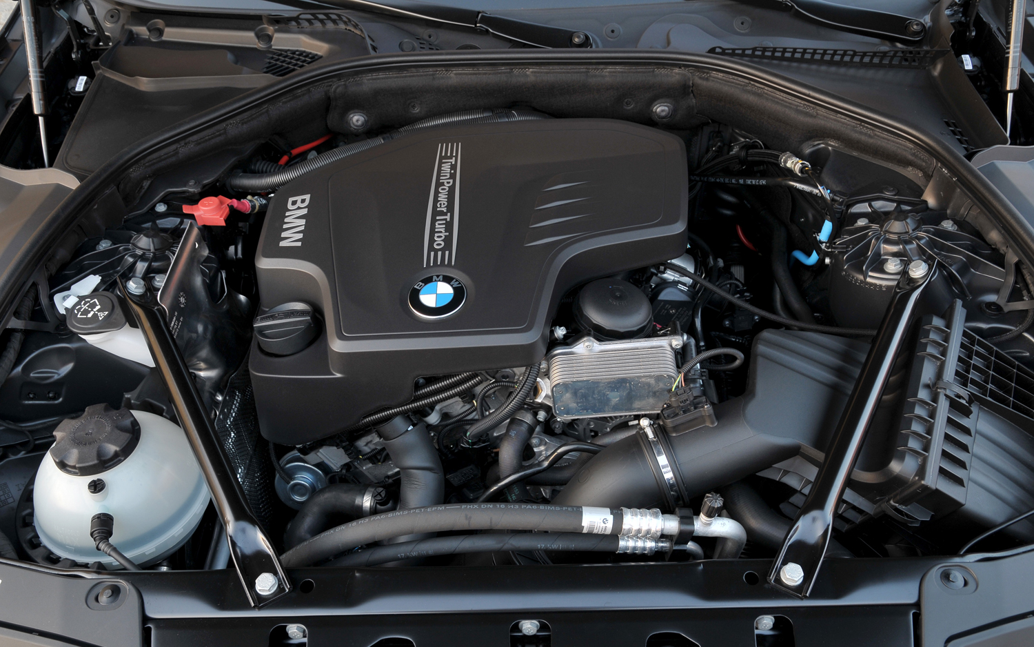 BMW 8 SERIES engine