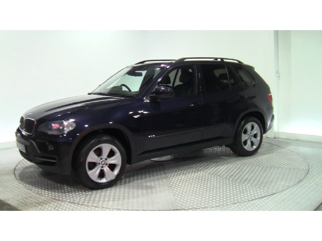 BMW X5 3.0 red