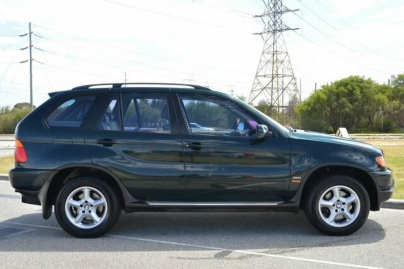 BMW X5 green
