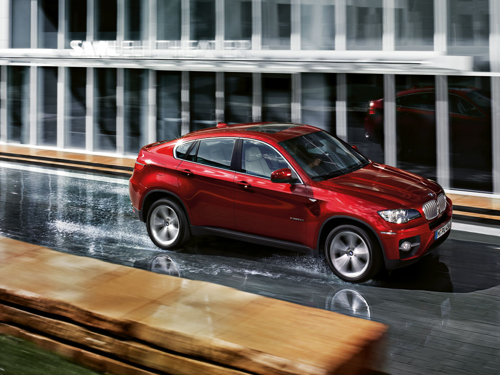 BMW X6 red
