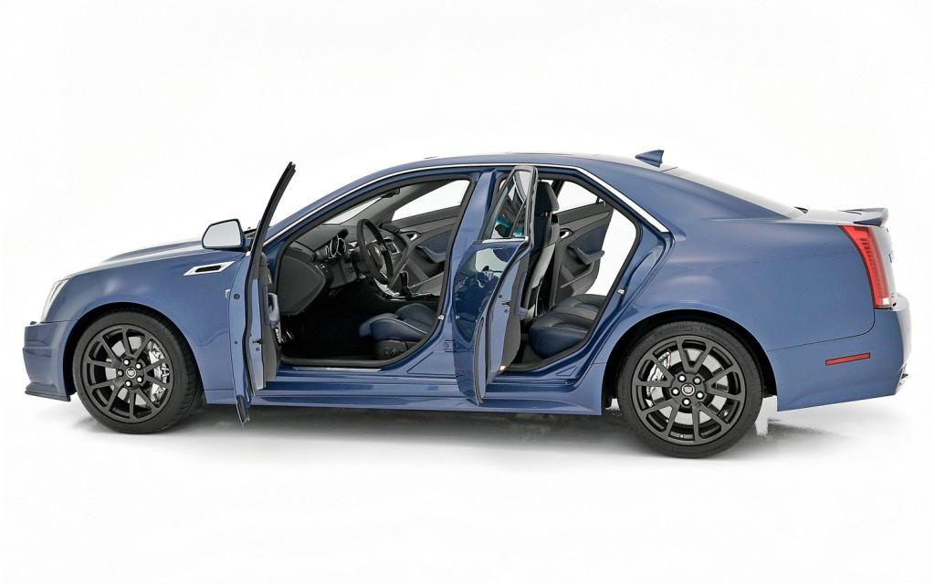 CADILLAC CTS-V blue