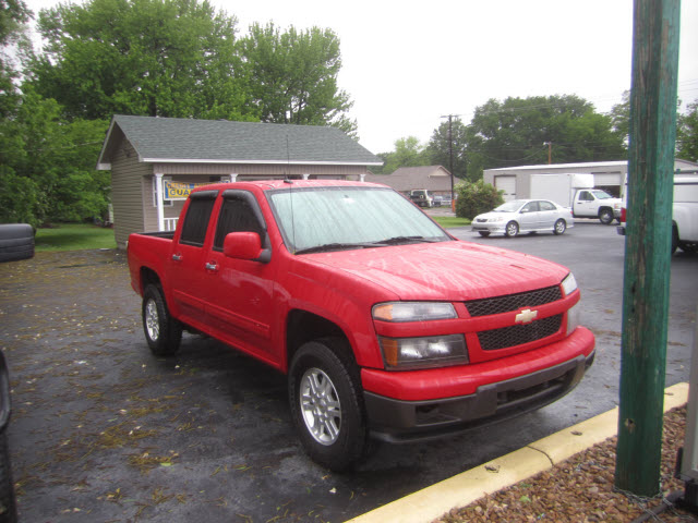 CHEVROLET COLORADO 4X4 red