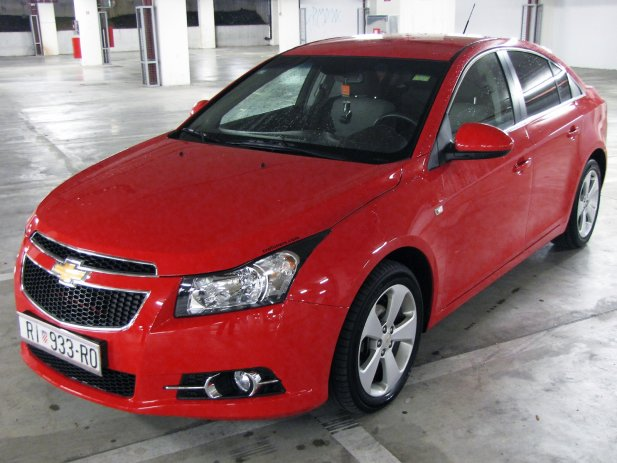 CHEVROLET CRUZE 1.6 red